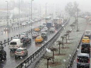İstanbul'da yağan karın aakabinde yarın okullar tatil mi?