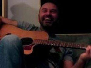 Demir Demirkan'dan manidar şarkı:'Söz adam olacam'