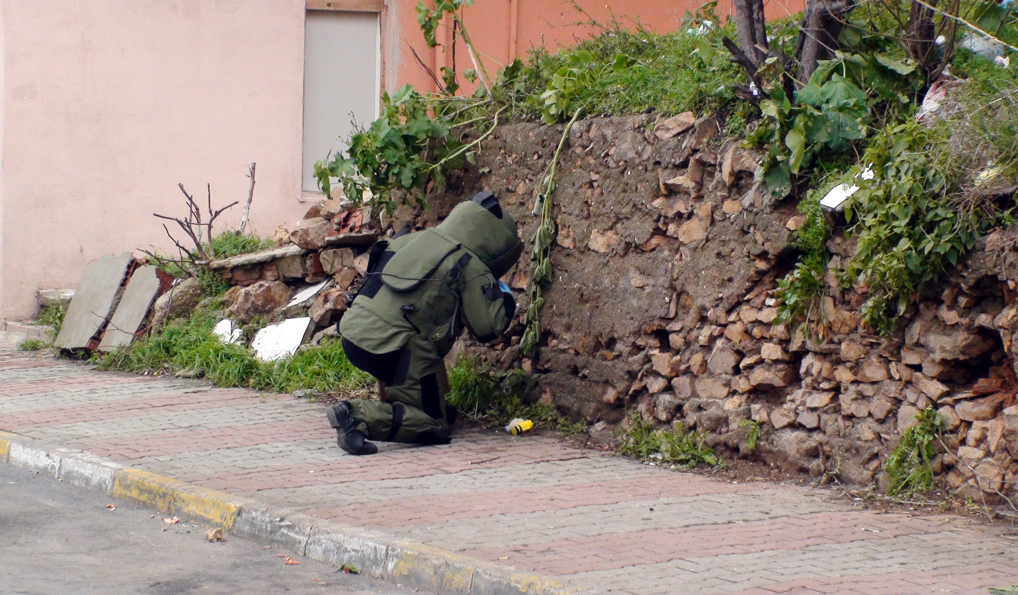 İstanbul Maltepe'de Yürekleri ağızlara getiren bomba paniği !!!