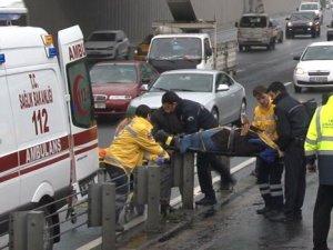 İstanbul'da 2 metrobüs birbirine girdi 5 kişi yaralandı!
