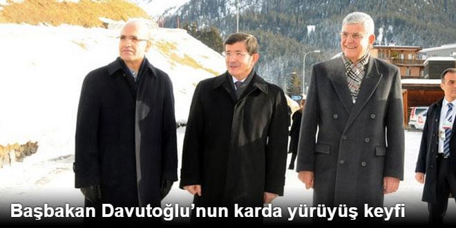 Başbakan Davutoğlunun Karda Yürüyüş Keyfi