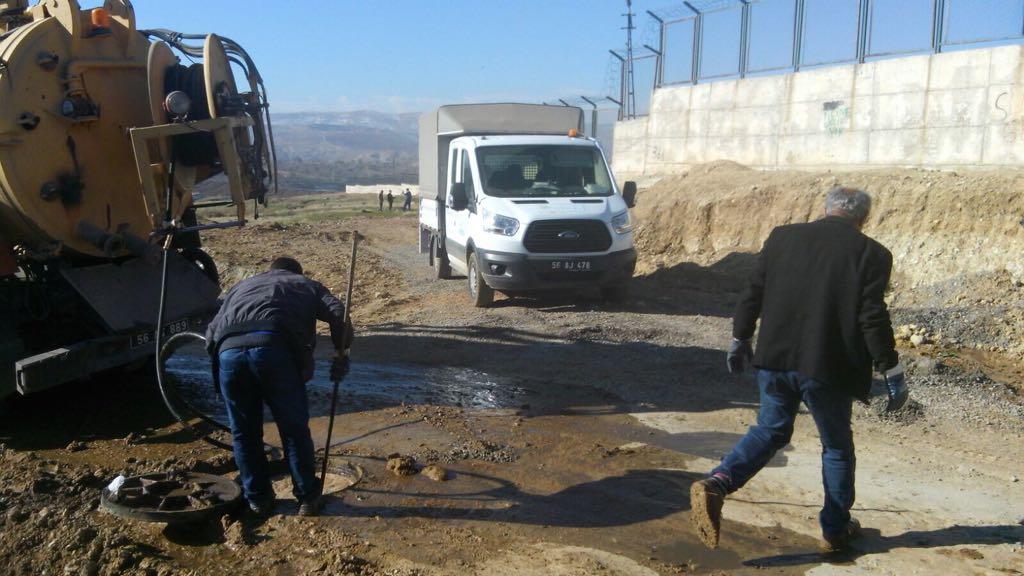 Siirt'te Logar ve Izgaralar Temizleniyor