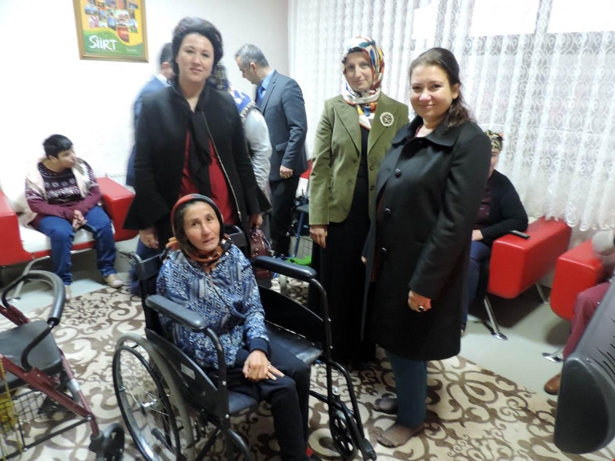 Vali Atik'in Eşi Fulya Atik, Engelsiz Yaşam Merkezinde Kalan Engelli Vatandaşları Ziyaret Etti