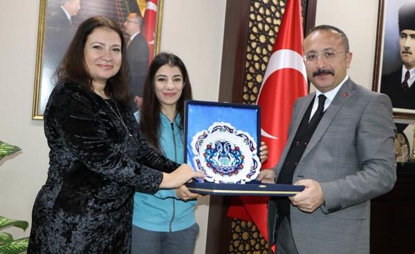 Milli Sporcu Evin Demirhan, Vali Ali Fuat Atik'i Ziyaret Etti