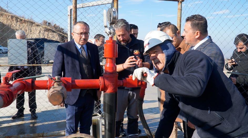 Vali Atik petrol kuyularını inceledi