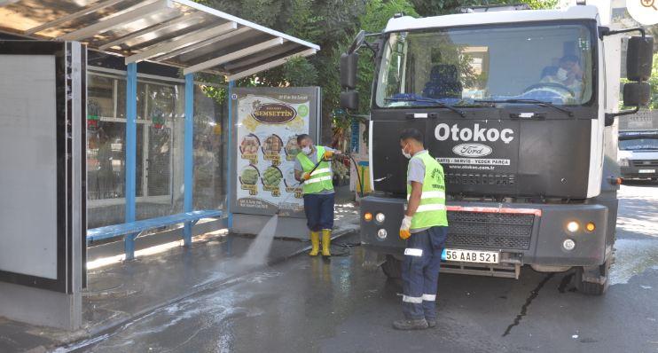Siirt'te otobüs durakları dezenfekte ediliyor