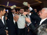 Aşiret düğününde dolarlar havaya uçuştu
