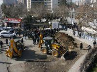 Diyarbakır'da DİSKİ - DEDAŞ Önüne hendek kazdı .. Gergin anlar .. !!