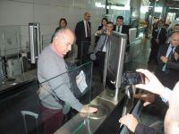 Atatürk Havalimanı'nda devrim gibi yenilik .. Hızlı Geçiş Sistemi ..!!