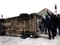 Cenaze Taşıyan Ambulans Devrildi 2 Yaralı
