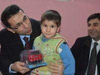 Valilik'ten Cizre'den gelen ailelere yardım