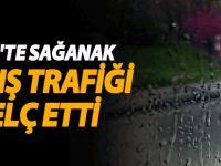 Siirt'te sağanak yağış trafiği felç etti