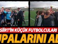 Siirt'in küçük futbolcuları kuplarını aldı