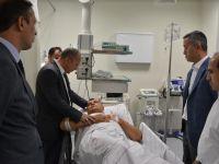 Vali Atik, Yaralı Askeri Hastanede Ziyaret Etti