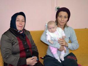 Vatandaşlardan Yardım Bekleyen Anne