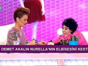 Nur Yerlitaş elbiseden sıkılınca Demet Akalın'a kestirdi