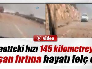 Saatteki Hızı 145 Kilometreye Ulaşan Fırtına Yolları Kapadı