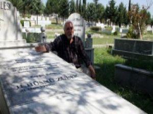 Ölmeden Önce Kendi Mezarını Yaptıran Hüsnü Züber Vefat Etti