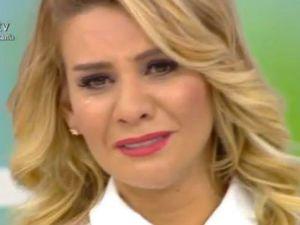 Esra Erol Tahsin amcaya haberi gözyaşları ile verdi.