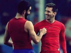 Arda ve Messi böyle forma değiştiler